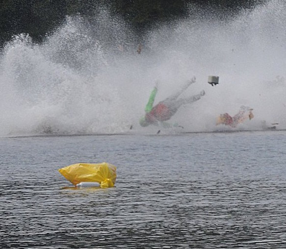 Massachusetts Speed Boat Crash leaves one man dead, one critical