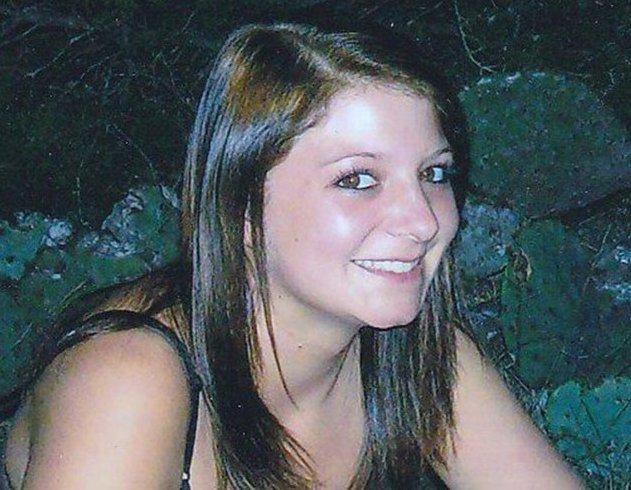 Kayla Berg : Creepy YouTube Video May Show Missing Teen