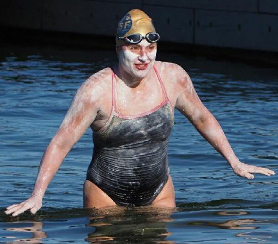 Sarah Thomas: Open water swimmer finishes 82-mile swim across Lake Powell