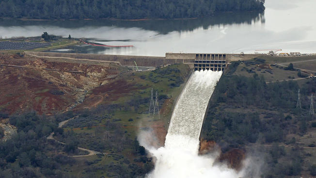 Oroville dam spillway outflow reduced to clear debris, Reports