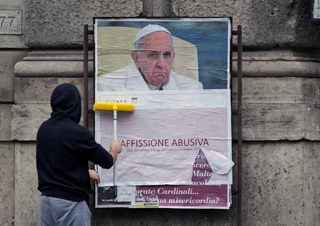 Posters Criticise? Mysterious Posters attacking Pope appear in Rome