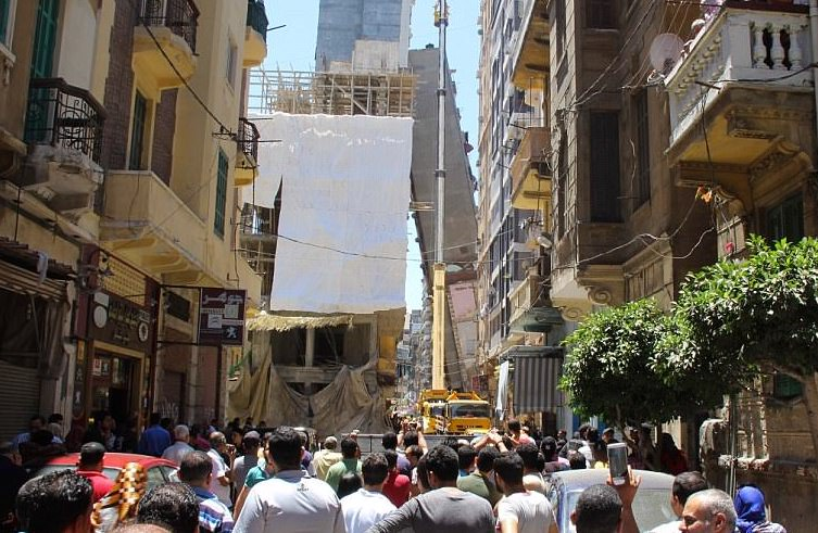 Building topples over in Alexandria, Egypt