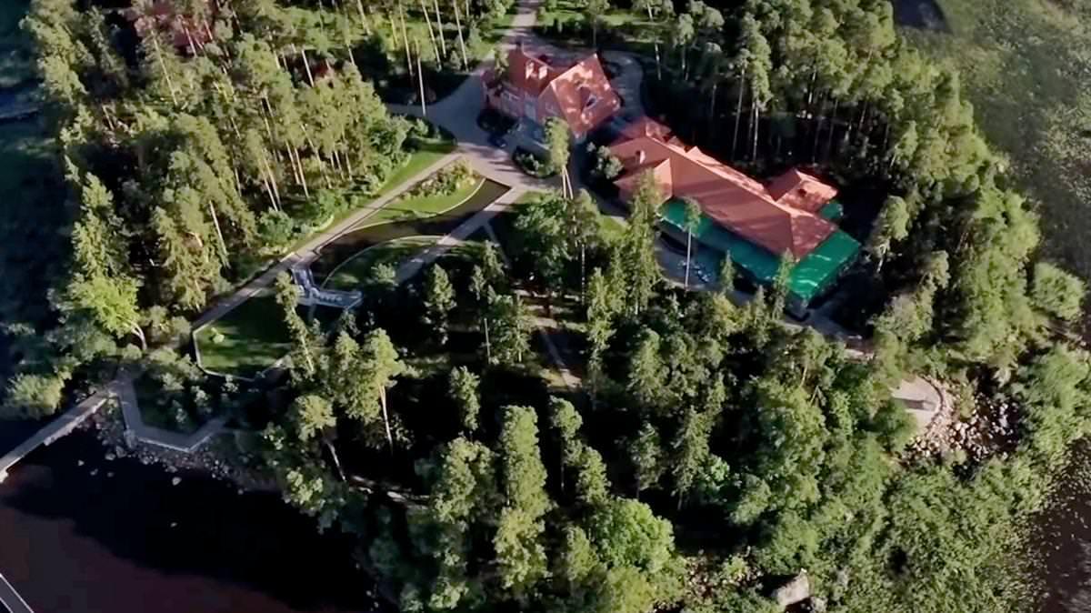 Putin Secret Island Mansion revealed by Navalny