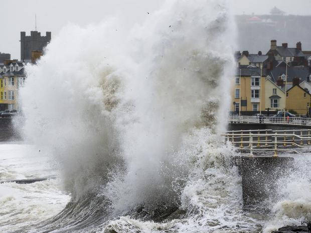 Storm ALERT: 70mph winds to hit parts of the UK