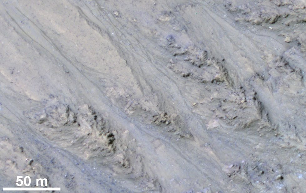 Mars theory gets dusted: Streaks may be sand, not water