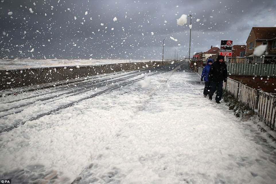 Snow bomb hits UK: Massive travel disruption expected