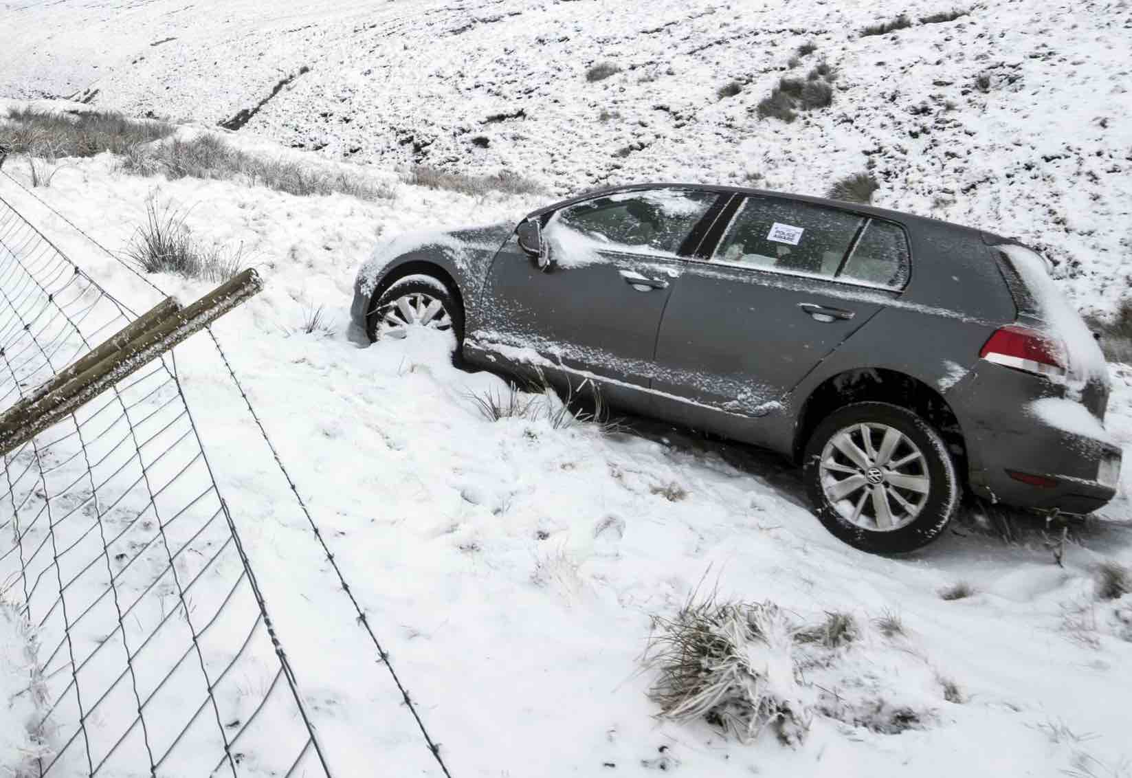 UK Snow Warnings: Drivers told to leave cars at home