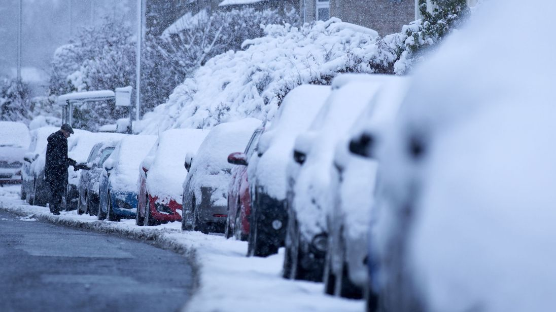 UK: Snow cancels trains and flights as freezing weather grips Britain