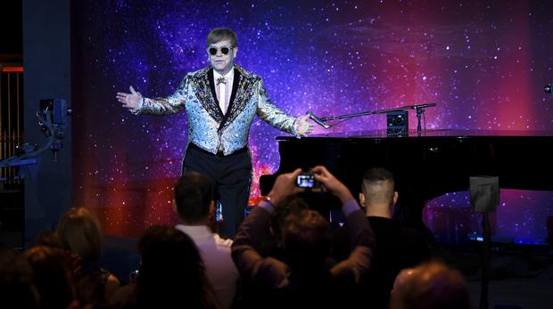 Elton John Latest: Singer Storms off Stage in Middle of Vegas Show