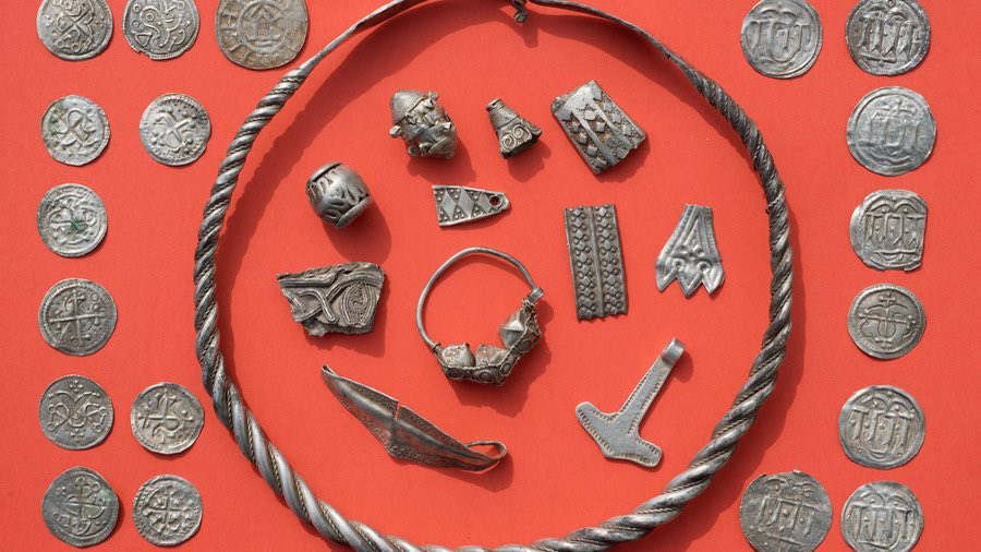 Boy finds treasure of Viking King Bluetooth