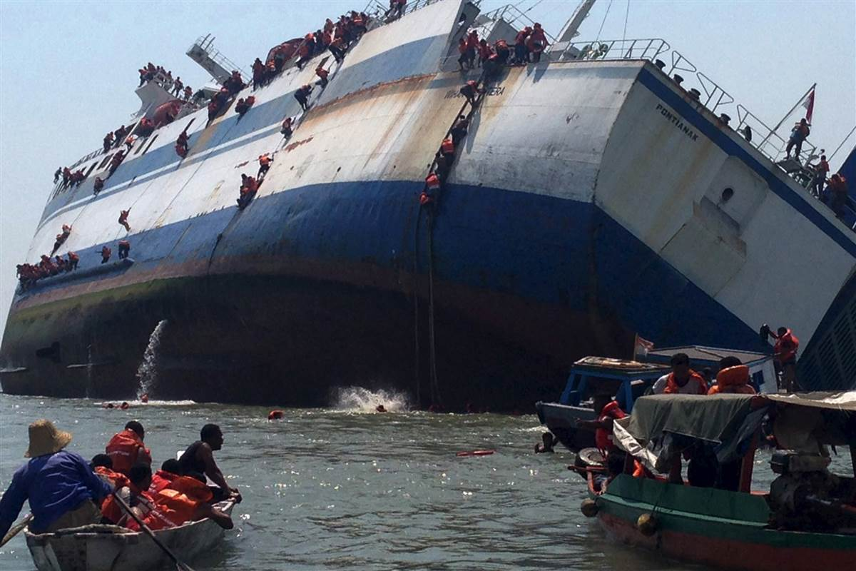 Ferry Sinks In Indonesia One Dead Dozens Missing Report