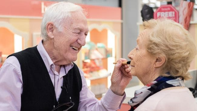 Husband takes make up lessons to help blind wife (Watch)