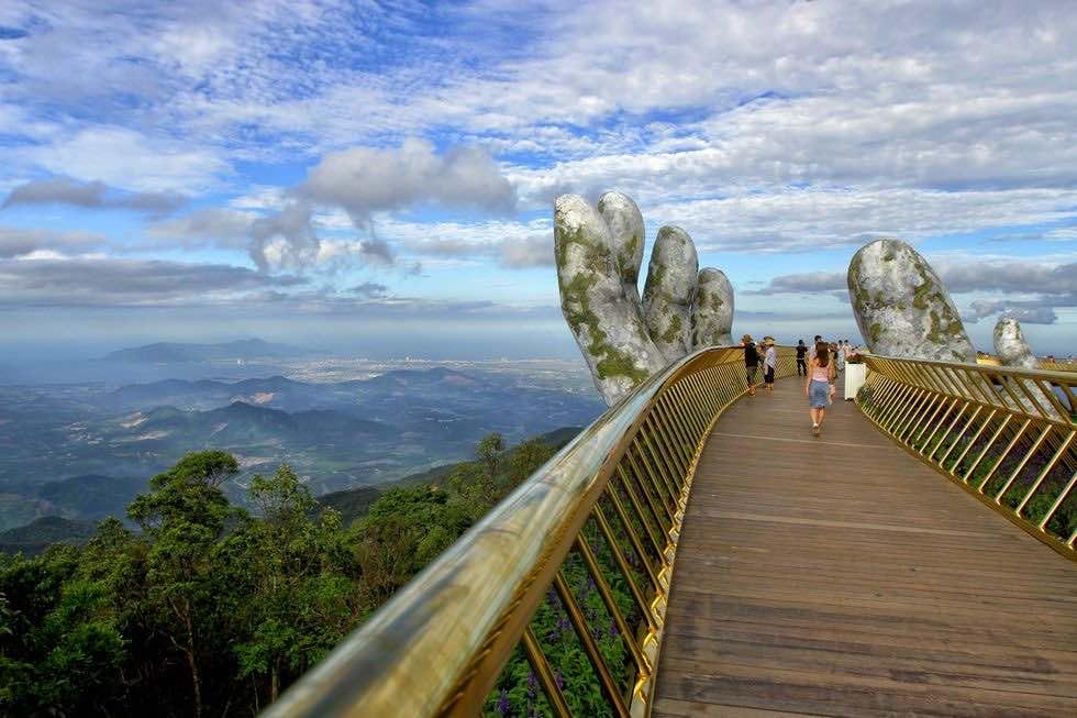 Vietnam Golden Bridge: In the hands of the gods (Watch)
