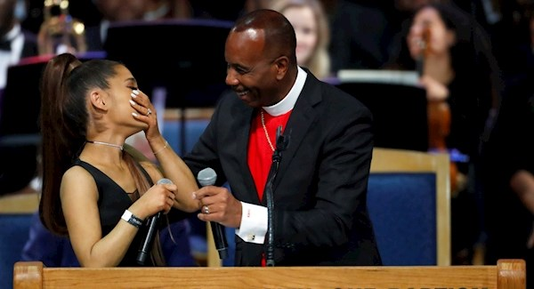 Bishop apologises to Ariana Grande for grazing her breast