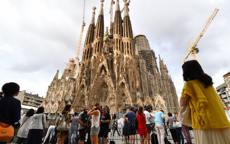 Sagrada Familia building permit 130 years too late, Report