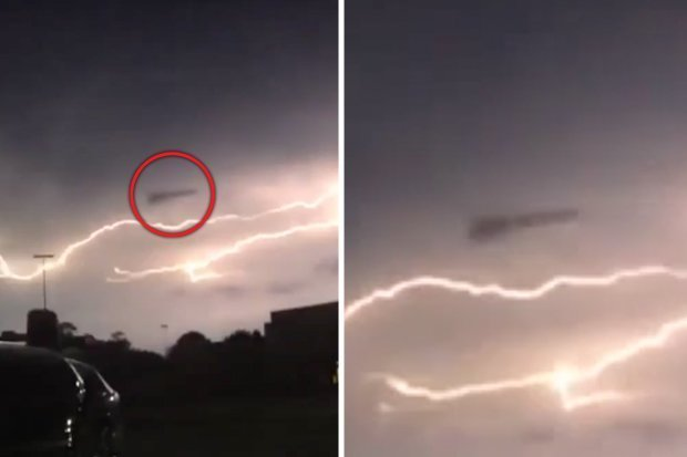UFO filmed 'feeding on lightning' (Picture)