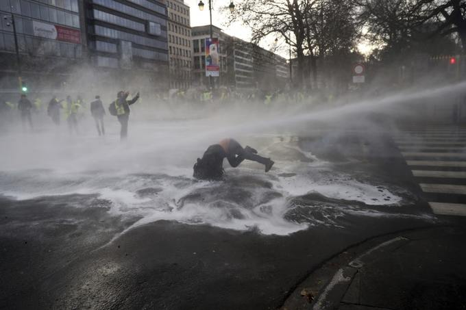 Brussels yellow jacket protesters have clashed, Dozens were detained