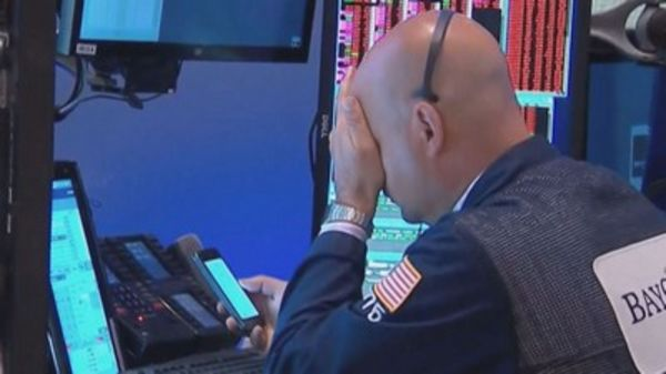 Christmas Eve trading: Dow drops 653 points (Reports)