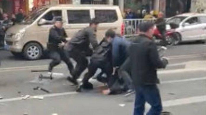 Man hijacks bus in China, 8 killed, 22 hurt (Reports)