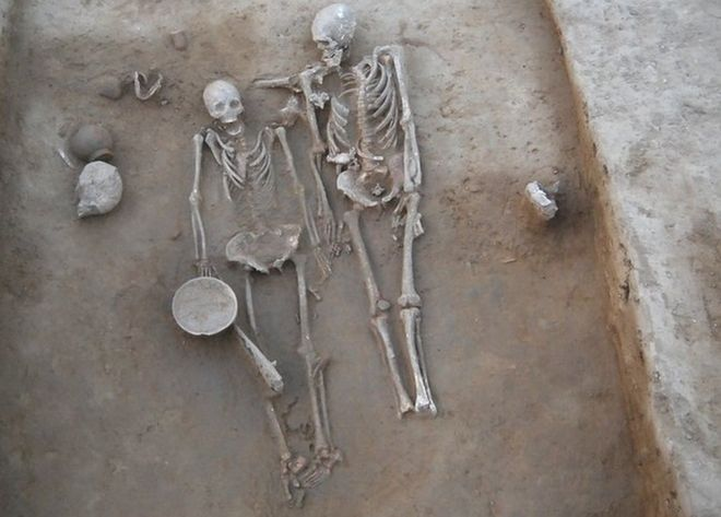 India mystery skeletons of ancient 'couple'