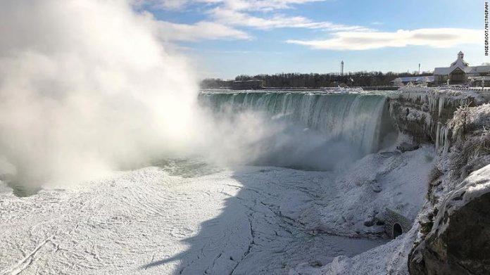 Niagara Falls frozen as wintry weather bites (Reports)