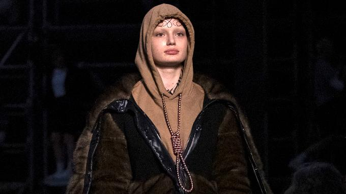 Burberry apologizes for hoodie with noose around the neck, Report