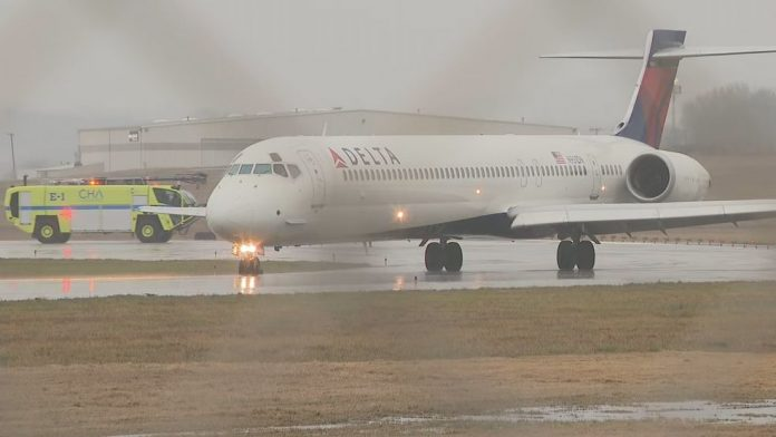 Delta flight from Milwaukee diverted after lightning strike (Reports)
