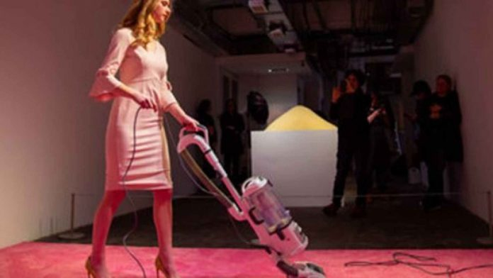 Ivanka Trump has icy reaction to news of 'Ivanka Vacuuming' art exhibit (Photo)