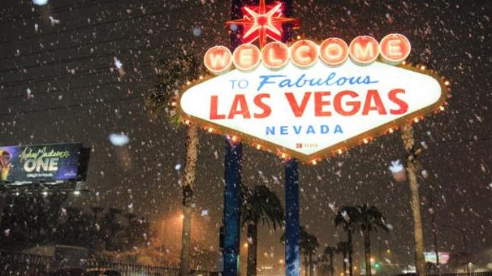 Snow in Vegas! Desert city gets first white stuff in decade, Report