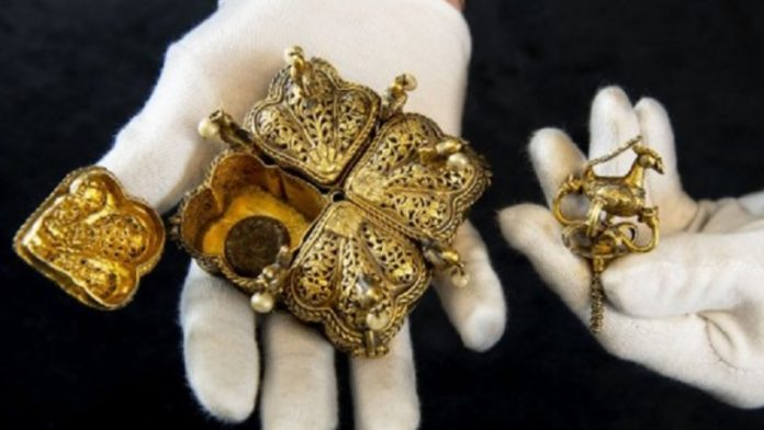 Indian Sultan treasures found In Their Attic