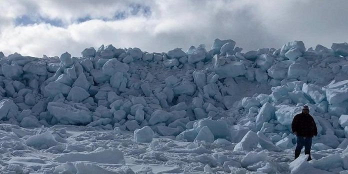 Towering ice wall emerges near Newfoundland town (Photo)