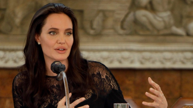 Angelina Jolie not ruling out public office in her future (Reports)