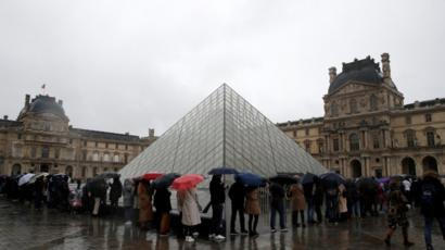Staff force Louvre closure over infection fears, Report