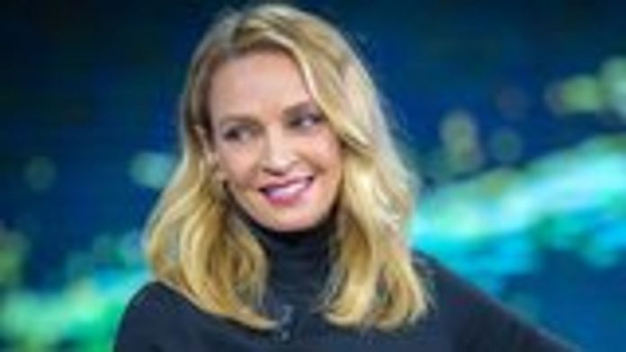 Uma Thurman Set To Star In Apple Drama Series 'Suspicion