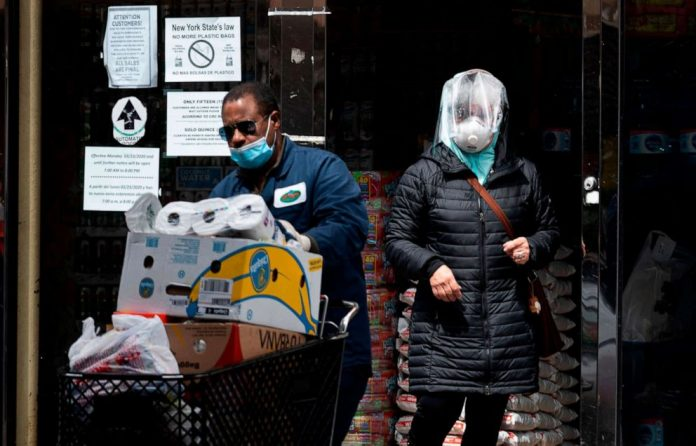Coronavirus USA Updates: NYC grocery stores should require patrons wear masks