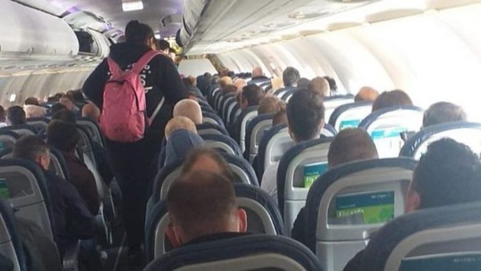 Coronavirus USA Updates: Airlines should leave seats empty on planes to promote social distancing