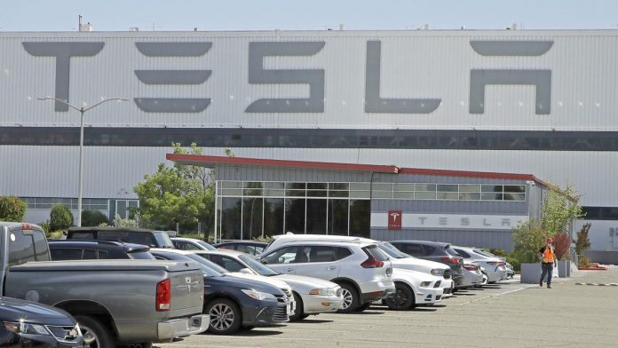 Coronavirus USA Updates: Tesla CEO Musk restarts California factory amid lockdown