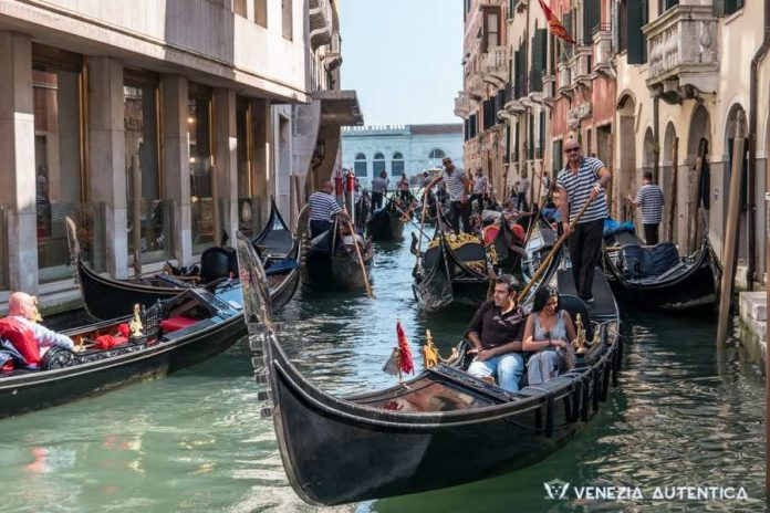 Venetian gondola: history of the most typical boat in Venice