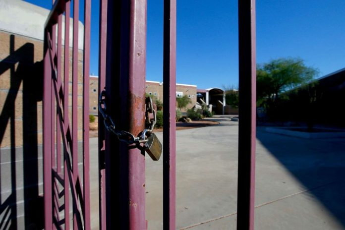 Coronavirus USA updates: Arizona school district cancels classes due to staff absences