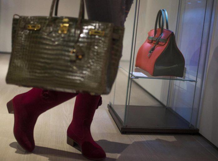 Australian customs destroy $19000 handbag, Reports