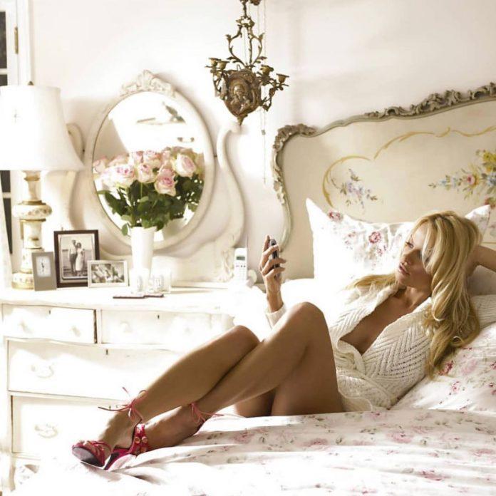 Pamela Anderson Serves Up Hotness In Lingerie Kitchen Snap (Photo)