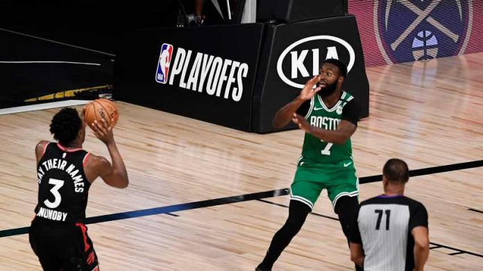 Raptors Beat Celtics With Buzzer Beater to Cut Boston's Series Lead in Half (Reports)