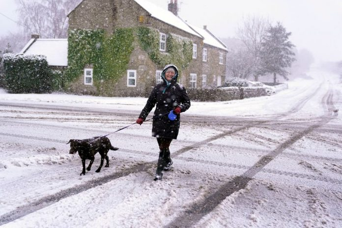 UK weather: Snow and rain prompt 'significant travel disruption' warnings