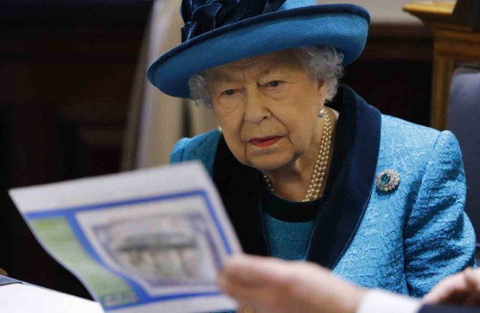 Very sad news for the Queen following death in royal family (Report)