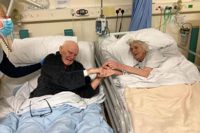 Couple married for 70 years hold hands before they both died of Covid-19