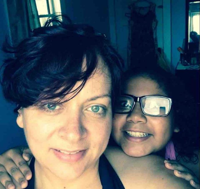 Krisinda Bright: woman kills two daughters by shooting them in the head