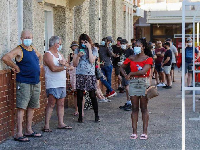 Perth lockdown: Victorian health authorities send COVID-19 alerts to 1700 WA arrivals