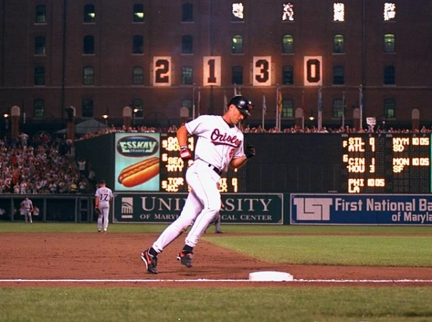 Cal Ripken Jr Lou Gehrig: back on 26th anniversary of breaking Lou Gehrig's record
